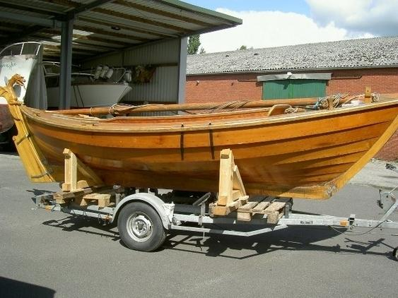 Zeilboot - Sailing dinghy Snippa pine